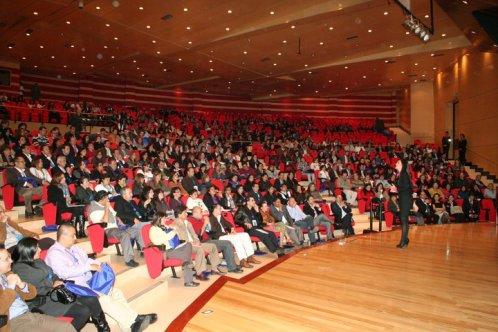KH auditorio lleno sentados